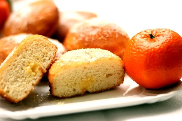 Krapfen ripieni di crema pasticcera al mandarino