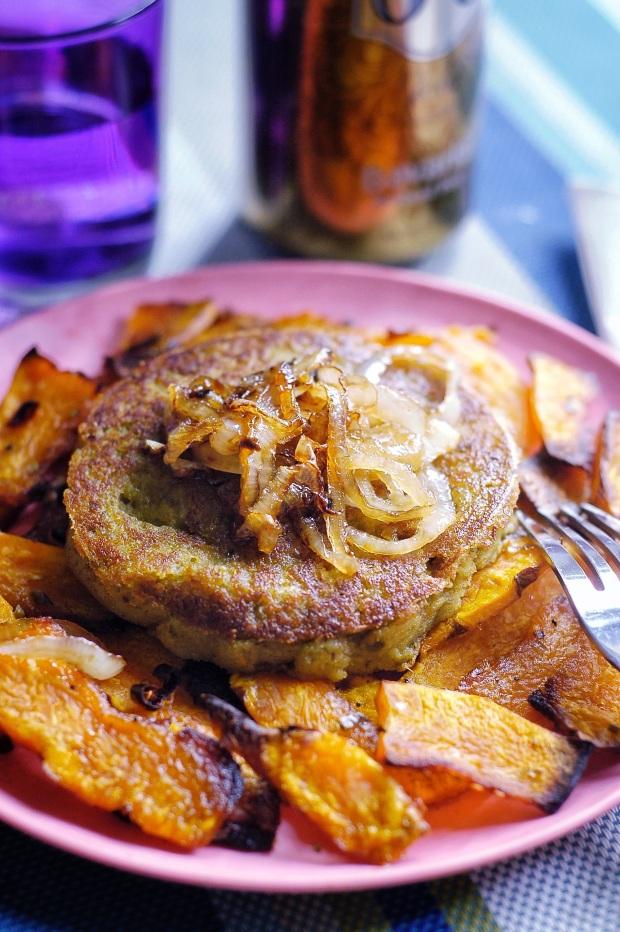 Ha,burger di lenticchie con chips di zucca al forno