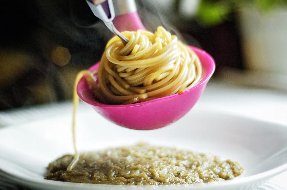 Adagiarci sopra gli spaghetti